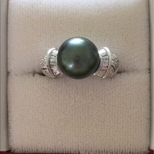 Jewelry - 18kt White Gold Diamonds and Tahitian Pearl Ring